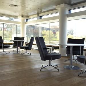 Partner- kontorindretning – loungesaet – laenestol-konference