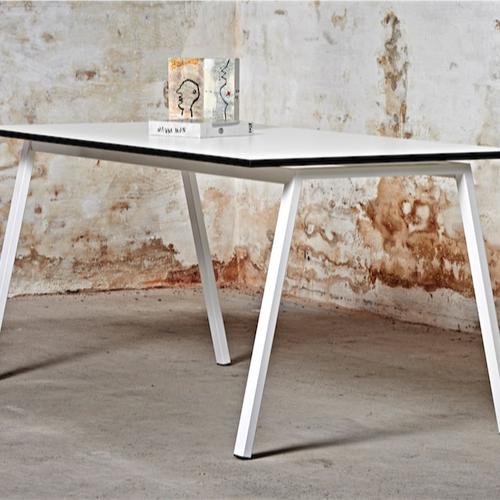 Fade-Moedebord- kantinebord-hvidt